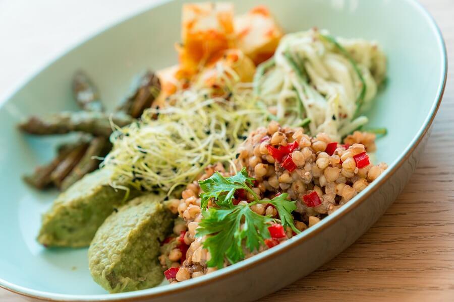 BOWL Végétarien de sarrasin et tofu à la sauce tomate au curcuma